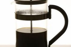 Tea made in a French press has a rich, deep flavor, and it's easy to try. We share all the details on how to brew loose-leaf tea in a coffee maker. A French press could become your favorite way to brew tea. Espresso At Home, Espresso Coffee, Best Coffee, Homemade Coffee Creamer, Best Espresso Machine, Coffee Varieties, Espresso Martini, How To Make Coffee, Brewing Tea