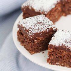 Easy Chocolate Coconut Slice - Bake Play Smile Chocolate Coconut Slice, Chocolate Icing, Chocolate Recipes, Coconut Icing, Chocolate Cheesecake, Tray Bake Recipes, Baking Recipes, Cookie Recipes, Dessert Recipes