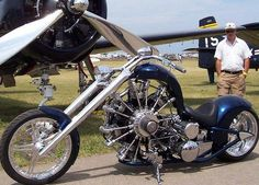 Chopper powered by a 7 cylinder radial engine. Custom Choppers, Custom Bikes, Motos Harley Davidson, Motorcycle Engine, Motorcycle Style, Bobber Style, Futuristic Motorcycle, Chopper Moto, Choppers Personalizadas