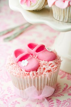 Make these ballet slippers and I this is what I want Gigi's first birthday cupcakes to look like... @Danielle Jean... Take note!