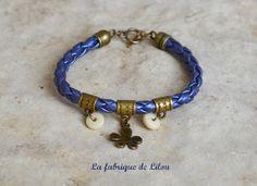 Bracelet simili cuir tressé, perles et breloque
