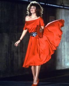 The woman in red, USA regisseur: Gene Wilder, scène met: Kelly LeBrock Kelly Lebrock Weird Science, Yves Robert, 90s Fashion, Womens Fashion, Version Francaise, Satin Dresses, Lady In Red, Celebs, Glamour