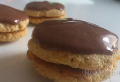 Isler diétásan Protein, Paleo, Cookies, Desserts, Food, Yogurt, Crack Crackers, Tailgate Desserts, Deserts