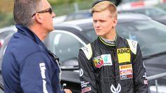 Mick Schumacher kann sich über einen guten Rennerfolg freuen! Es folgt: Bilder seines Rennfahrer-Debüts
