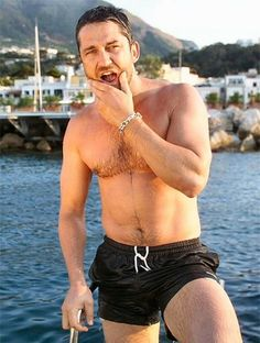 Gerard Butler- something about this makes me want to go on holiday!