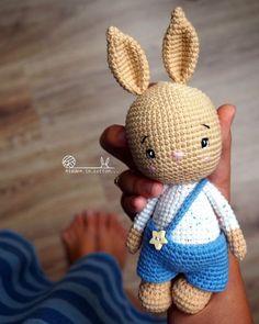 All free amigurumi crochet patterns and tutorials. Crochet Baby Toys, Easter Crochet, Crochet Toys Patterns, Amigurumi Patterns, Crochet Animals, Crochet Dolls, Crochet Rabbit Free Pattern, Crochet Motif, Stuffed Animal Patterns