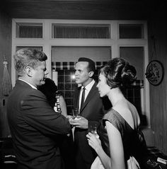 1962. 16 Mai. JFK at after party following Madison Square Garden birthday bash. Here with Harry Belafonte and his wife