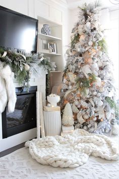 50 Reader Christmas Tree Beauties You've Gotta See! 50 Christmas Tree Ideas with Different Themes and Colors Flocked Christmas Trees Decorated, Elegant Christmas Trees, Silver Christmas Decorations, Ribbon On Christmas Tree, Christmas Tree Themes, Christmas Wreaths, Christmas Lights, Christmas Cookies, Christmas Outfits