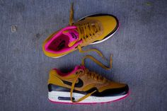 Nike WMNS Air Max 1 Gold Suede x Black