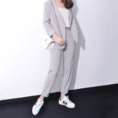Formal Attire Women Business, Corporate Attire, Business Casual Outfits, Office Outfits, Simple Outfits, Trendy Outfits, Fashion Outfits, Look 2018, Pantsuits For Women