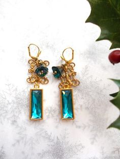 boucles d'oreille métal doré et cristal bleu turquoise