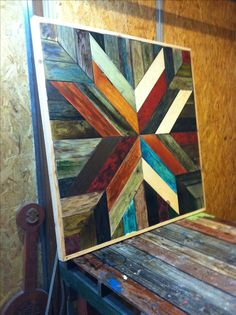 Woodworking Patterns Wood quilt done with pallet wood. Pallet Art, Pallet Wood, Wood Pallets, Wooden Wall Art, Wood Wall, Ideas Vintage, Barn Quilt Designs, Reclaimed Wood Art, Wood Mosaic