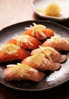 Salmon Nigiri Sushi サーモン握り寿司