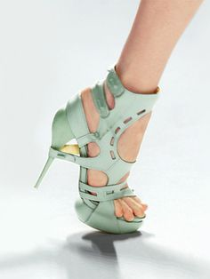 Obnoxiously delightful! Gotta strap in with such a tiny spike heel, or ya'll break your ankle! ;)
