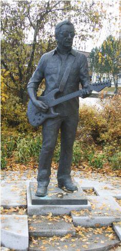 Åge Aleksandersen by Errol Fyrileiv Sculpture Painting, Extended Family, Norway, Garden Sculpture, Age, Statue, Illustration, Artwork, Sculptures