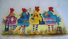 Pano de Copa Galinhas em Festa Pintado a mão Pano de copa cor branco com barrado em croche R$ 30,30