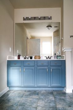 These deep paint colors are all so beautiful! Now I want to use dark paint somew Paint Color Combos, Dark Paint Colors, Spray Paint Colors, Wall Colours, Rustoleum Metallic, Metallic Spray Paint, Spray Paint Furniture, Painted Furniture, Furniture Refinishing