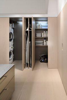 El WIC (Walk-In-Closet) está pensado para optimizar los espacios creando trasteros de gran capacidad. Dotado de iluminación interna y repisas, ofrece un almacenamiento útil equivalente a 12 y 19 elementos altos respectivamente.