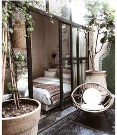 edroom in my dreams 🙌🏻 Almost like sleeping outside 💛👌🏻 #bedrooms #blackframes #bedroomdesign #patio #porch #soverom #uteplass
