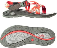 The ultralight, classic design of the women's Chaco Z/Volv Sandals feature pull-through adjustable webbing straps and an airy Luvseat polyurethane midsoles.