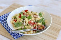 pastasalade met gerookte kip Easy Pasta Salad Recipe, Pasta Recipes, Pasta Met Broccoli, Marinated Grilled Vegetables, French Potato Salad, Pasta Salad Italian, Spinach And Feta, Stuffed Peppers, Eat