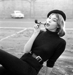 Vikki Dougan photographed by Earl Leaf, Vintage beatnik fashion 1950s Style, Style Année 60, Mode Style, French Style, Retro Style, Vintage Fashion 1950s, Look Vintage, 1960s Fashion, Vintage Beauty