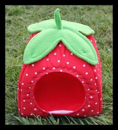 MY MOST POPULAR ITEM! This hut is made to look like a strawberry. It has a cotton polka dot outer with a fleece stem and leaves. It includes a