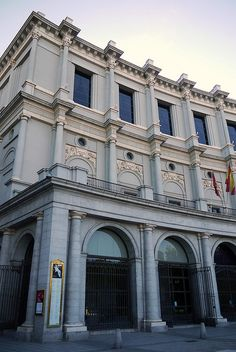 Opera Madrid.Se inauguró en 1850, funcionando de forma ininterrumpida como teatro de ópera hasta 1925, cuando tuvo que cerrar a causa de problemas estructurales en el edificio. No volvió a abrir sus puertas hasta 1966, como sala de conciertos sinfónicos. Entre 1988 y 1997 sufrió una importante remodelación que lo volvió a convertir en sala operística.
