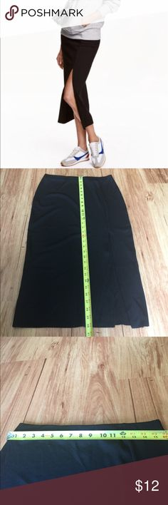 🆕 H&M Ribbed Skirt with Slit NWOT Sleek and chic black skirt. This is meant to be a little long and although it's a size medium it fits more like a large. I am a size 8, 5'5 and this was a little long and a little too big for me. 95% polyester 5% elastane. H&M Skirts