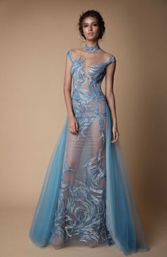 Berta 2018 Evening Dress Collection You've seen the sexy yet sweet Muse by Berta 2018 wedding dress collection, now here's Berta's Fall/Winter 2018 evening line of ball gown, f Modest Dresses, Elegant Dresses, Sexy Dresses, Nice Dresses, Bridal Dresses, Fashion Vestidos, Fashion Dresses, Mode Glamour, Jolie Lingerie