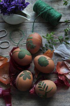 Vanilla&Staubzucker: How to dye Easter eggs – Come colorare le uova di Pasqua – Farbanje Uskršnjih pisanica