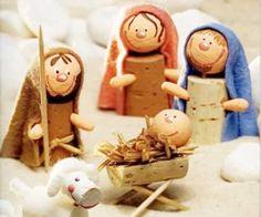 Com o Natal se aproximando chegou o momento de começar a investir na decoração de Ways To Recycle, Diy Recycle, Recycling, Christmas Time, Christmas Crafts, Christmas Ornaments, Cork Art, Wine Cork Crafts, Nativity Crafts