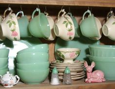 SaturdayFinds - Vintage-Inspired Gifts, Timeless Treasures and More!: My Jadeite Collection SaturdayFinds - Vintage-Inspired Gifts, Timeless Treasures and More!: My Jadeite Collection Antique Dishes, Vintage Dishes, Vintage China, Vintage Love, Vintage Green, Vintage Style, Vintage Kitchenware, Vintage Glassware, Vintage Dinnerware