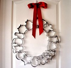How to Make a Holiday Cookie Cutter Wreath (Video). This easy wreath is quickly made and perfect for a festive kitchen decoration or as gift to the cook!