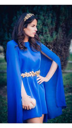 la invitada perfecta- la blogger #amimera con cinturón dorado de hojas doradas de verdemint disponible para su alquiler on-line en dresseos.com