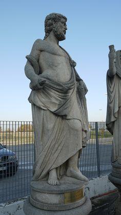 """Skulptur """"Esculapio"""" aus Stein - http://www.achillegrassi.com/de/project/scultura-esculapio-in-pietra-bianca-di-vicenza/ - Skulptur """"Esculapio"""" aus weißem Stein von Vicenza (elfenbein) Maße:  210cm x 80cm x 60cm"""
