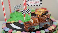 Im letzten Jahr stand der kleine Philipp (Sohn meines damaligen Chefs) noch voll auf Eisenbahnen und bekam von mir diesen zuckersüßen Geburtstags-Zug zum 2. Geburtstag. Ein Jahr später fährt der kl…