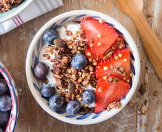 I love granola, it's one of my go to foods - partly because I secretly love eating breakfast three times a day and partly because handfuls of granola make one of the best, easy snacks. Health Breakfast, Breakfast Bowls, Healthy Breakfast Recipes, Brunch Recipes, Healthy Recipes, Veg Recipes, Healthy Eats, Healthy Foods, Easy Recipes