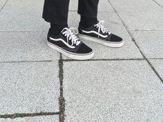 Claudie Pierlot coat Vans old school sneakers Black Leggings Outfit Fall, Fall Tights, Old School Vans, Vans Old Skool, Cold Weather Pants, Vans Jacket, Summer School Outfits, Old Skool Black, Cute Outfits With Jeans