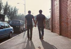 Quero alguém que segure a minha mão...