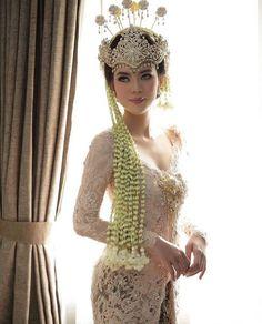 Foto Wedding, Bali Wedding, Wedding Bride, Dream Wedding, Traditional Wedding, Traditional Dresses, Kebaya Wedding, Wedding Poses, Wedding Dresses
