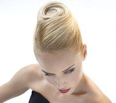 tutoriel chignon banane Couture en photos - L'Eclaireur des coiffeurs, Chignons …