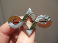 Beautiful 19thC SCOTTISH Victorian Inlaid AGATE & STONE Solid SILVER BROOCH.