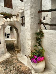 Portal in Binibeca, Menorca, Balearic Islands – Spain. Places Around The World, Oh The Places You'll Go, Travel Around The World, Places To Travel, Places To Visit, Around The Worlds, Ibiza, Wonderful Places, Beautiful Places