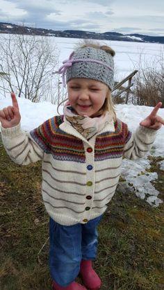 #Retrojakka for barn av Wiola. Ørevarmer fra #klompelompe