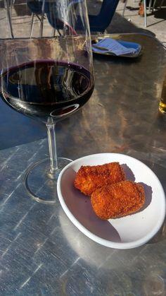 bohemia - La Bañeza, León, Spain. Terraza al sol en la plaza mayor. Vino del bierzo