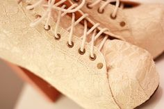 Pretty lace Jeffrey Campbell