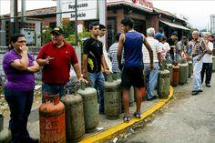 """El gobierno venezolano, se ha encargado desde su instauración a hablar sobre la gran lucha que hacen a diario a la supuesta """"guerra económica"""". Se describen como los héroes de la patria, que ni duermen en la búsqueda de soluciones. Asimismo, culpan en cada declaración que los responsables del desastre económico es la empresa privada …"""