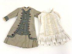 Deux robes fin XIXème l une en lin blanc avec applications de galons,