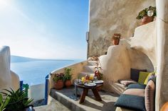 balcony / Traditional Cave House in Santorini